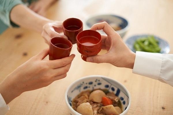 日本酒乾杯 画像
